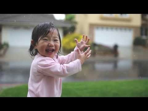 生まれて初めて雨を見た幼児 ▶ Sweet Baby Experiences Rain for the Very First Time - YouTube