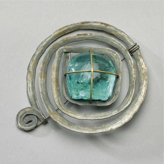 bijoux : Broche en métal et verre bleu - Alexander Calder, 1950, cercle
