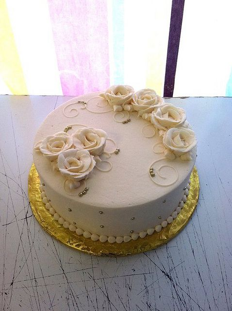 simple buttercream rose cake