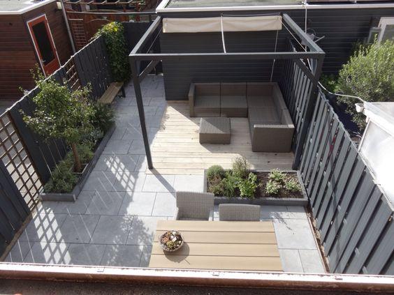 Meer dan 1000 idee n over kleine achtertuin tuinen op pinterest tuinieren kleine tuinen en tuin - Terras met houten pergolas ...