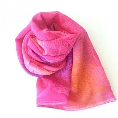 5 Minute Scarf Tutorial {via TheCraftyMummy.com}  #sewing #scarf #tutorial
