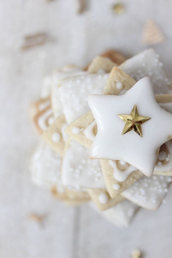 Winter wedding cookies ideas | fabmood.com