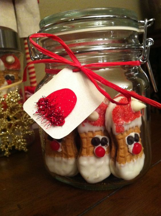 Nutter Butter Santas - what a treat! Handmade, decorated and delivered in a mason jar! Merry Christmas!