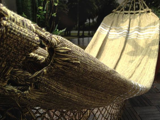 Meça a distância entre seu ganchos e prepare-se para comprar a sua! Rede casal com varanda em abrolho medindo 3,40mt de comprimento - R$93,00.  www.sacariasantoandre.com.br