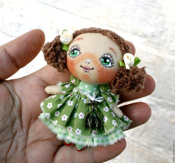 Купить Брошь девочка в зелёном. Брошь куколка. - зеленый, брошь девочка, брошь куколка:
