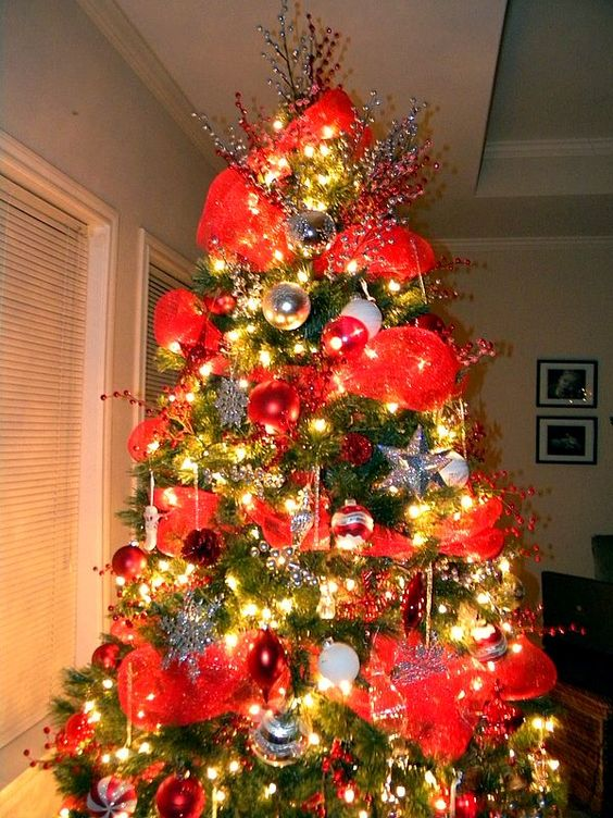 Mesh mesh christmas tree and christmas trees on pinterest for Deco decorations