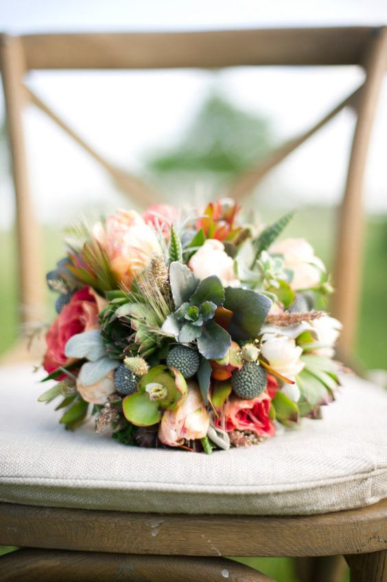 Love the color and texture of this floral arrangement!