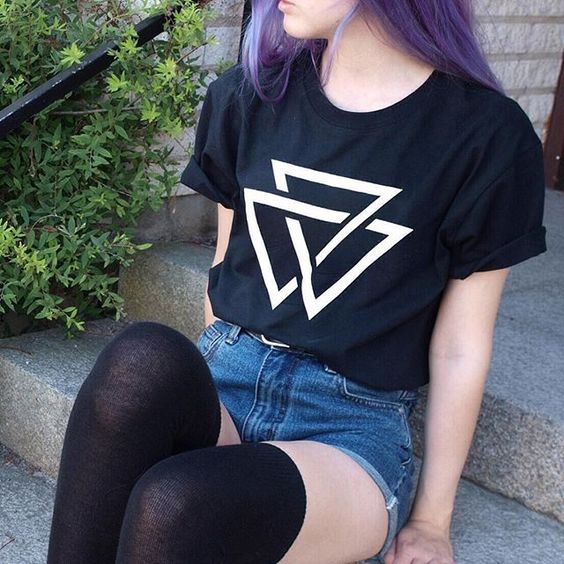 Denim Short with Purple Dyed Hairstyle, Long Socks and T-Shirt - http://ninjacosmico.com/9-fashion-tips-pastel-grunge/: