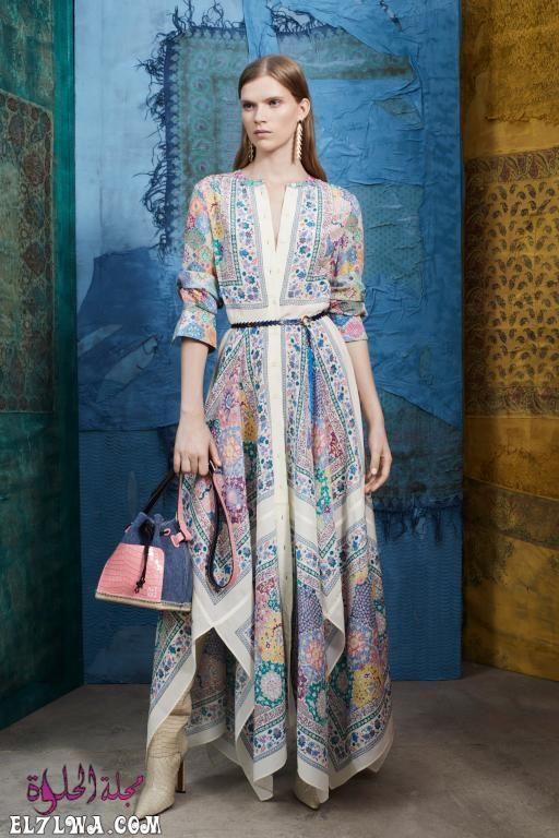 فساتين سهرة محتشمة 2021 صور فساتين محجبات 2021 تبحث المرأة العربية العاشقة للإطلالة المحتشمة والراقية في البحث عن ت In 2020 Fashion Fashion Show Collection Maxi Dress