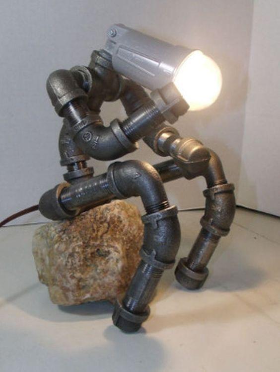 pipe du fer industriel la penseur tag re lampe par seeyoufriday licht pinterest le. Black Bedroom Furniture Sets. Home Design Ideas