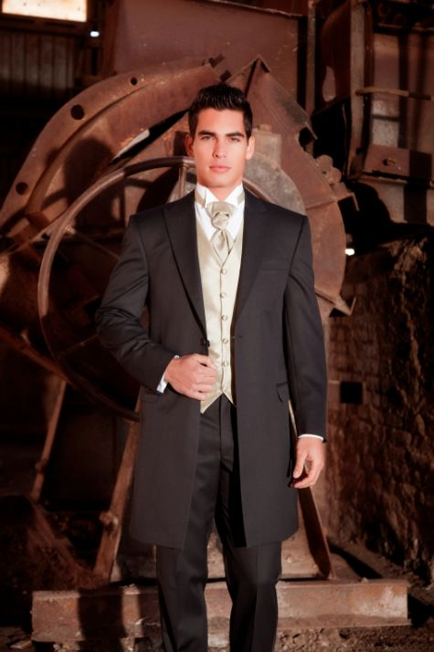 Bodas de etiqueta tuxedos moda en graduaciones trajes for Trajes de novio blanco para boda