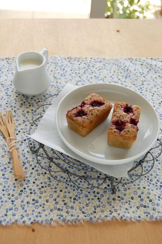 Hazelnut blackberry financiers / Financiers de avelã e amora