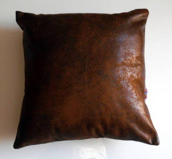 - Almofada em tecido suede com zíper invisivel para retirada de capa; - Recheio de fibra siliconada. R$ 59,00