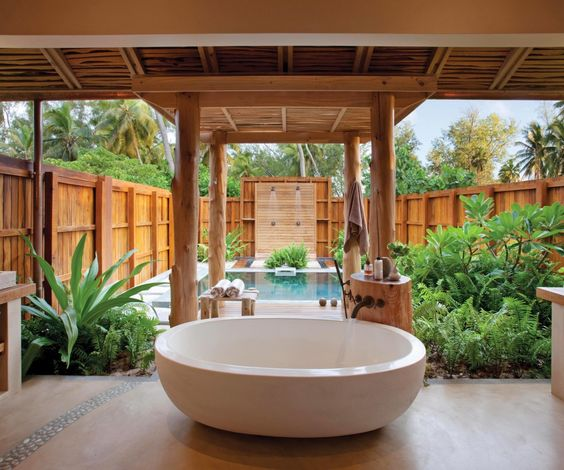 Bringing bath time to a whole new level: Bathrooms Inspiration, Outdoor Bathrooms, Dream Bathrooms, Outdoor Shower, Bathrooms Indoors Outdoors, Bathtubs Bathrooms, Hotel Bathrooms, Bathrooms Designed