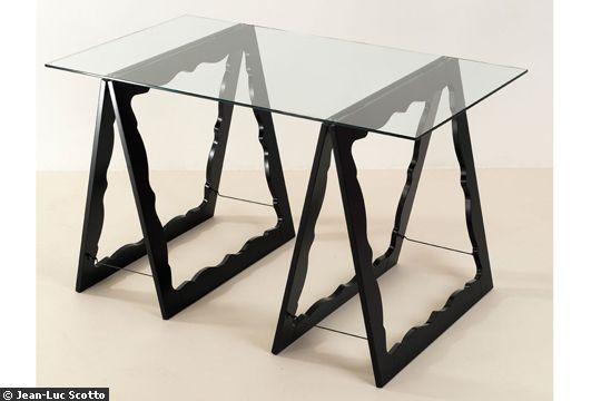 Trétaux design / la plaque de verre ou de bois peut constituer un décoration (à encastrer) lors du pliage de la table.
