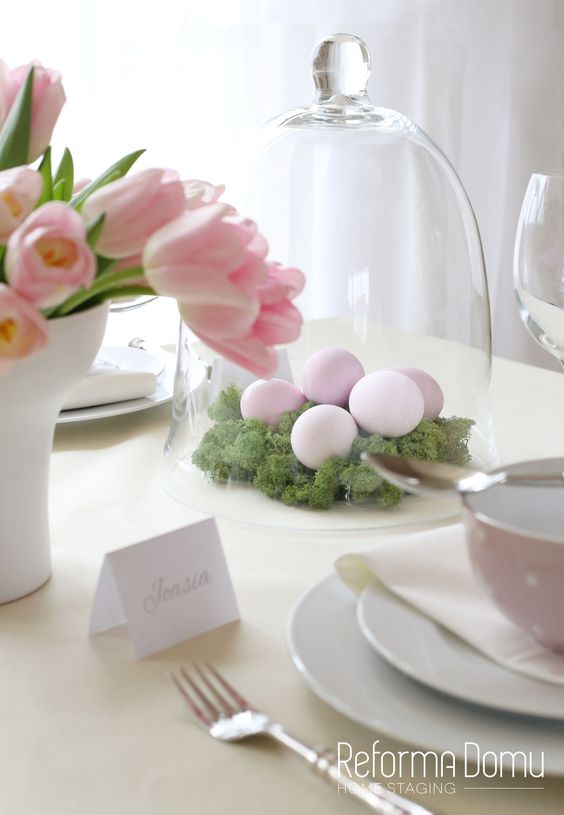 Easter table | Pink | Green moss | Table decorations