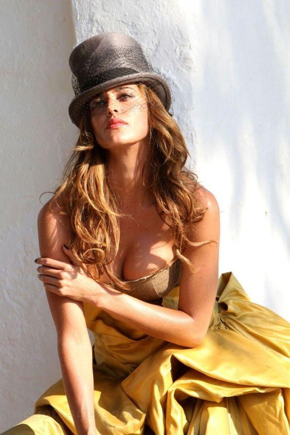 Belen Rodriguez est une femme magnifique en lingerie
