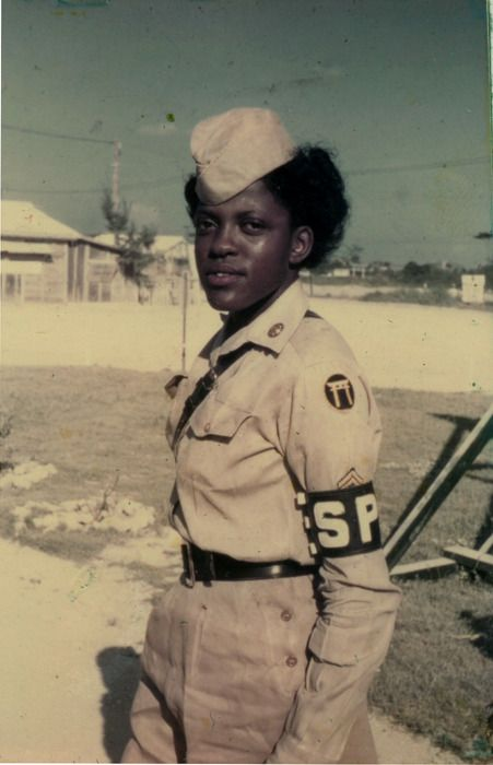 24634a59fba2baf78b0f96c2116bb255 20 Patriotic Pictures of Black Women in the Military