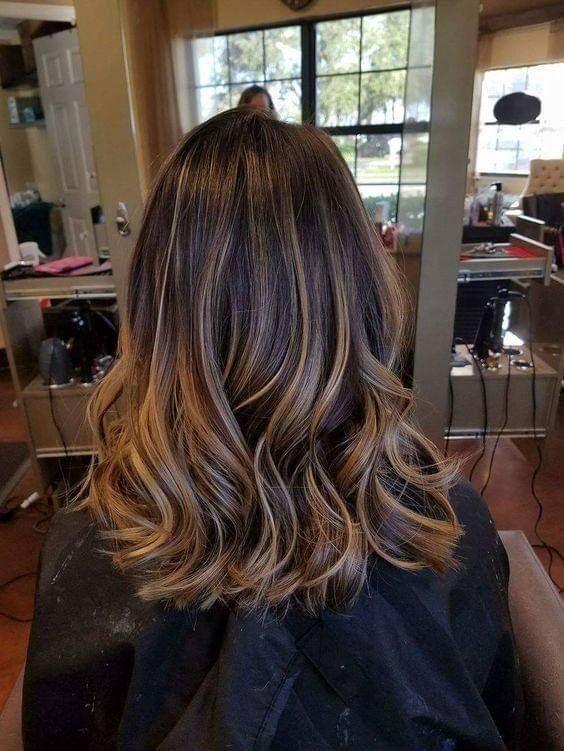 cabelos com luzes mel esplêndido