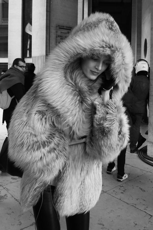 Faux fur with hood &lt3 pinterest.com/sahstarr | // F A S H I O N