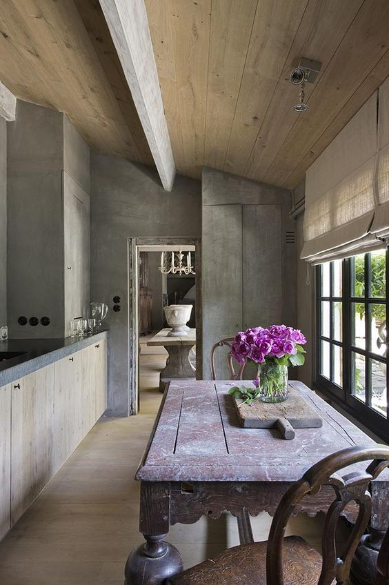 Belgian kitchen with beautiful grey and wood ceiling. #kitchen #rustic #Belgianstyle #Belgiankitchen #rusticelegance