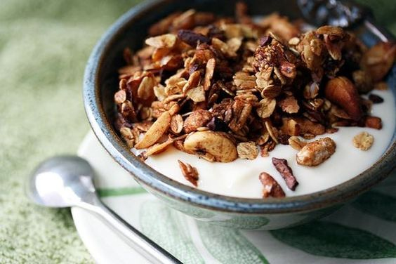 4 Tips for a Better Breakfast: Breakfast Ideas, Healthy Breakfasts, Healthy Food Ideas, Vegan Breakfast Recipes, Breakfast Options, Healthy Granola, Healthy Foods, Healthy Breakfast Foods