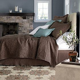 Digging the brown, blue, and white color theme. I might think about recreating this in our master bedroom.