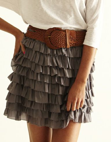 grey ruffle skirt with brown belt and white top how to