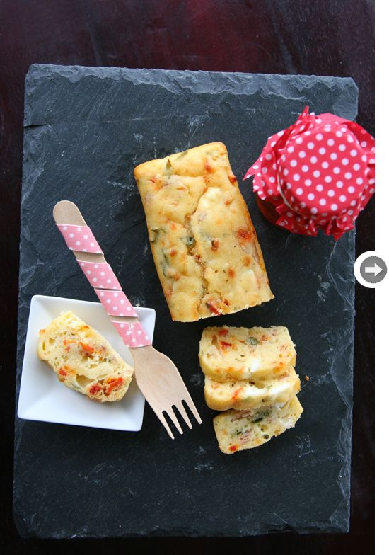 Pan de orégano, tomate y queso