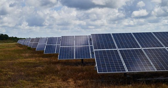 In Florida The Political Clout And Incentives Of The Big Utilities Have Discouraged Homeowners From Installing Solar Pa Solar Panels Solar Energy Panels Solar