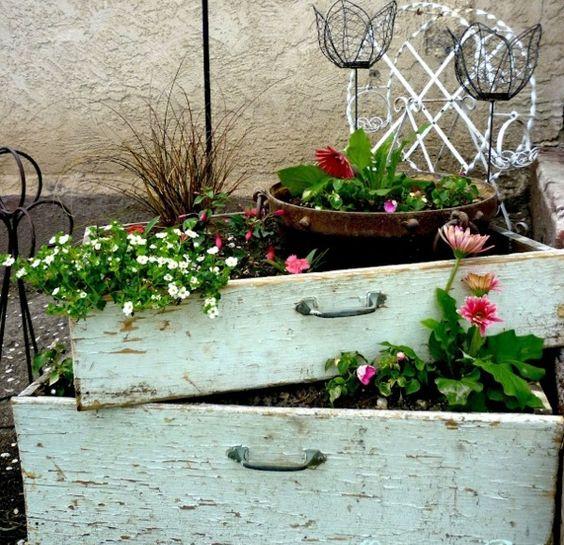 alte schubladen Balkonbepflanzung Ideen