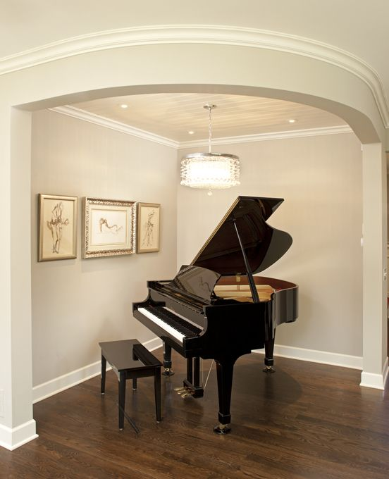 Small space, baby grand piano. Good view for visualization of the 'nook space' on the side.
