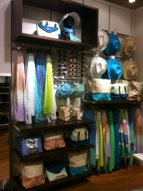 Small wall spaces can hold a lot of merchandise remember for Accessoires shop