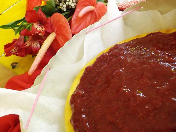 Porque adoçar a vida só pode fazer bem!! :)  - Cheesecake e geleia artesanal de morango.