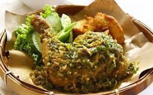 Inilah Resep Ayam Penyet Sambal Ijo Paling Enak Ketahui Dan Pelajari Apa Saja Bahan Dan Cara Membuat Ayam Penyet Sambal Ijo Ped Resep Ayam Resep Resep Masakan