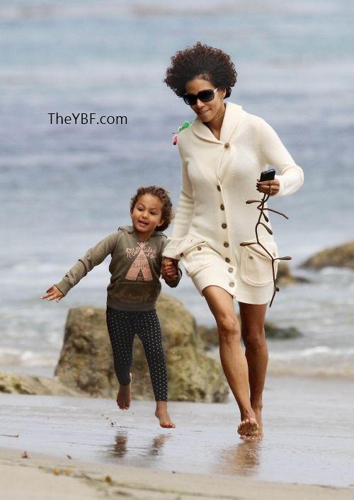 Halle Berry & Nahla BEACH IT UP In Malibu