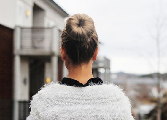 a gorgeous sock bun {so chic and so simple}