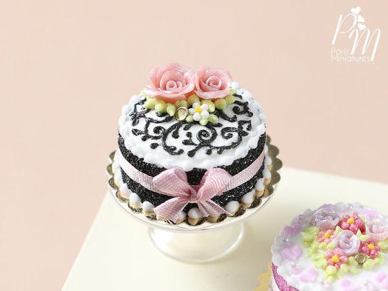 MTO Miniature noir et blanc gâteau décoré avec par ParisMiniatures