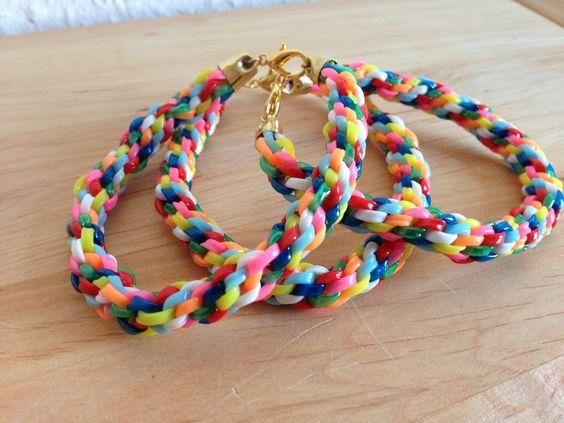 Ich biete wunderschöne, bunte, sommerliche Kumihimo Armbänder in unterschiedlichsten Farbkombinationen und Größen.