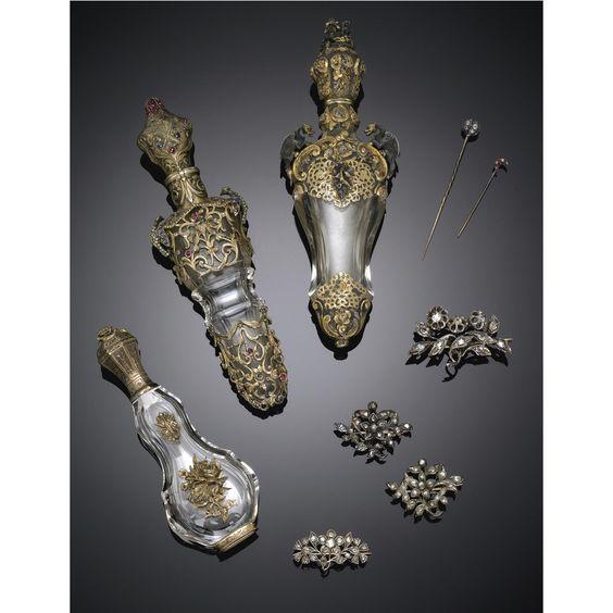 Gioielli e portaprofumi in metallo, argento, oro, rubini e diamanti <P>1900 circa </P> | lot | Sotheby's