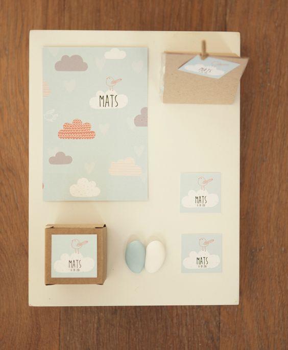 Geboortekaartje doopsuiker presentatie Mats wolken vogel blauw