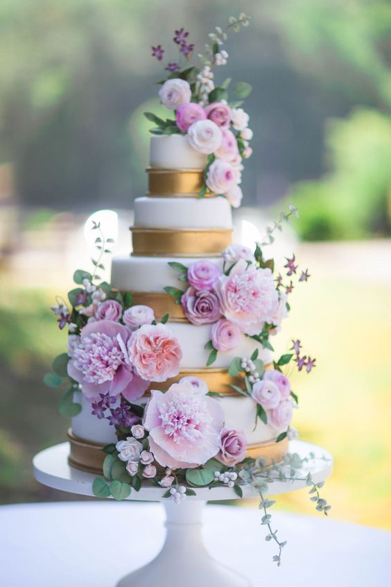 Brianna and Matt's romantic sugar flower wedding cake by Alex Narramore, The Mischief Maker #bemischievious BLOG • The Mischief Maker #floralweddingcakes