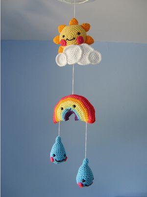 Qué monoso! Patrón en: http://www.coatscrafts.co.uk/Crochet/Projects/childs_bedroom_mobile.htm