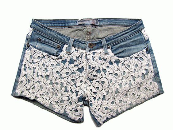 shorts con aplicaciones de crochet sobre vaquero: