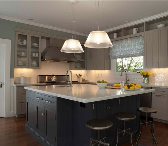 Cream glass subway tile paint colors cabinets and for Benjamin moore kitchen paint ideas
