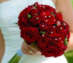buque de noiva com rosas vermelhas com perolas