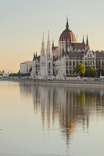 Het Hongaarse parlementsgebouw bewonderen in Boedapest #ikreisgraag @reisgraag