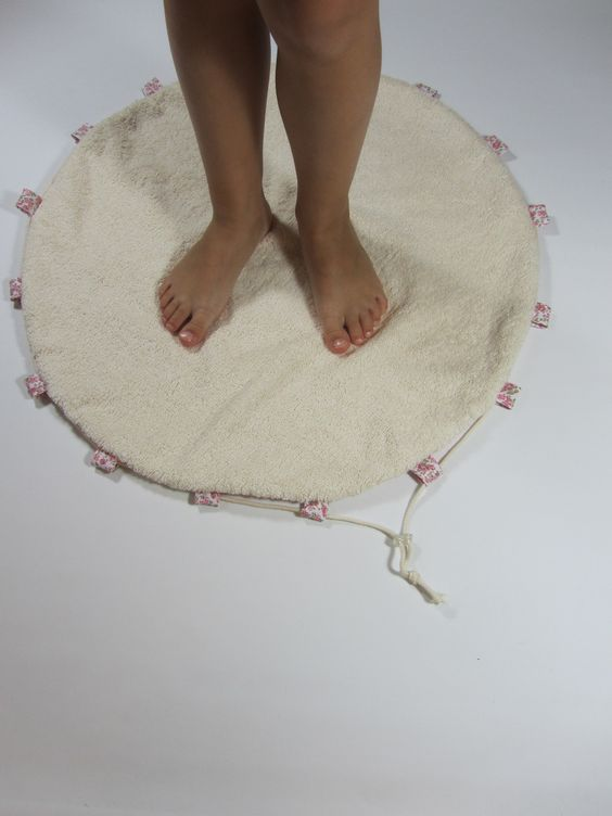 Tapis rond/sac de piscine pieds au sec, tissu éponge et tissu imperméable sur commande à personnaliser : Autres sacs par la-renaissance-des-matieres