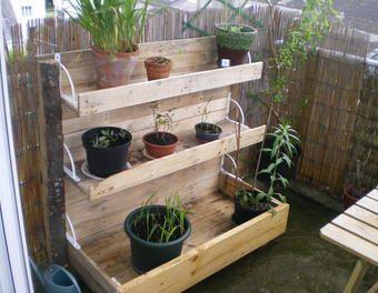 Cr ation d 39 une jardini re en escalier pour un balcon ou un - Portillon de jardinidees pour votre exterieur ...