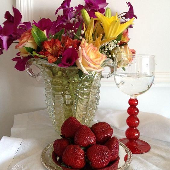Uma linda e colorida manhã! #taniabulhoes#vestiramesa#tableweare#temqueter#listadecasamento#presentes#brasil